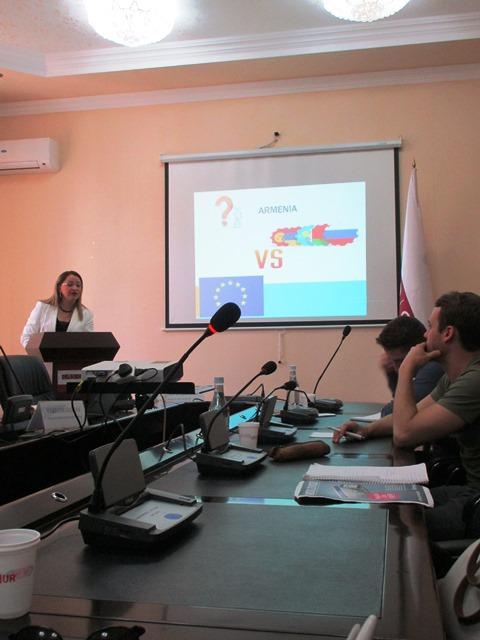 Vortrag während Exkursion im Wahlpflichtmodul Black Sea Region in Yerevan