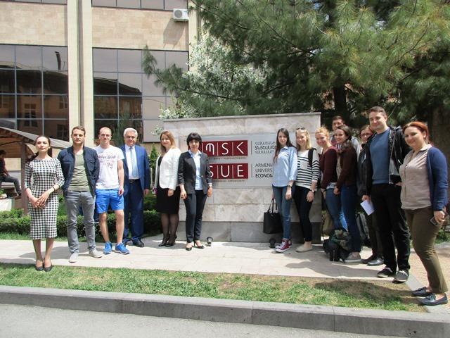Die Studierenden besuchen die Yerevan University im Rahmen des Wahlpflichtmoduls Black Sea Region