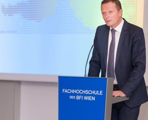 Eröffnung Business Lecture Interkulturelle Kompetenz Rumänien durch Andreas Breinbauer