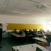 Johannes Leitner hält einen Vortrag im Rahmen des Erasmus+ Workshop PETRA