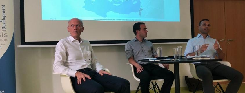 3 Männer sitzen beim Business Talk Black Sea Region und diskutieren zum Thema politisches Risiko